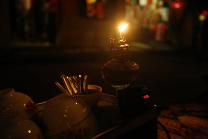 Đèn dầu được sử dụng rất phổ biến trước khi đèn điện xuất hiện