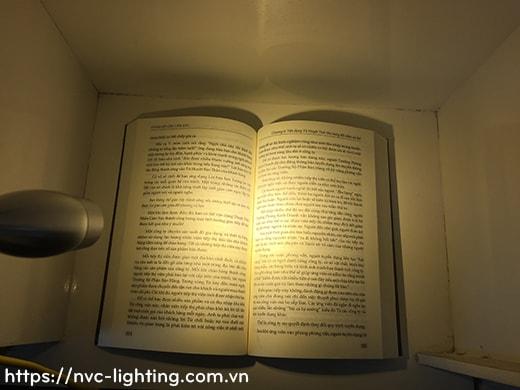 so sánh hiệu quả ánh sáng đèn đọc sách