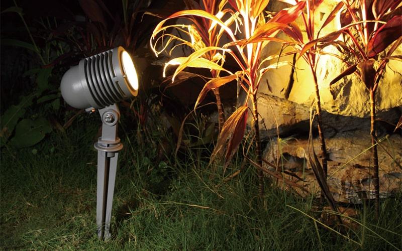 Đèn LED cắm cỏ rọi cây NVC IP65, kiểu dáng đa dạng, ánh sáng độc đáo